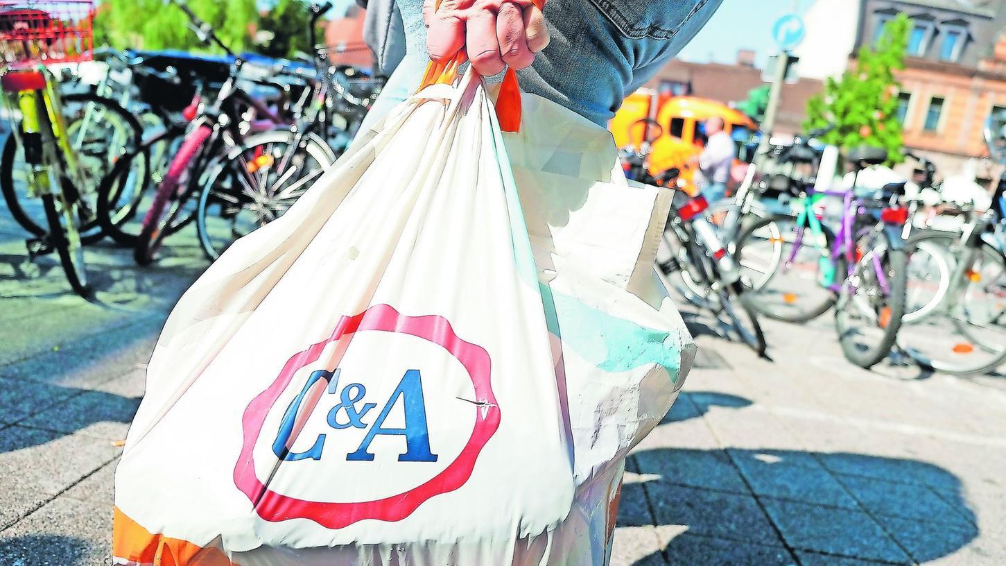 Mit einem Fünf-Punkte-Sonderprogramm soll in Erlangen Einzelhändlern, Gastronomen, Kultureinrichtungen sowie der Taxibranche unter die Arme gegriffen werden.