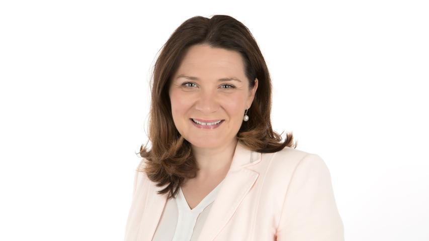 Cornelia Trinkl, stellvertretende Landrätin aus dem Nürnberger Land, wird aller Voraussicht nach neue Schul- und Sportreferentin. Die CSU-Fraktion hat sich mit großer Mehrheit für die 38-jährige Gymnasiallehrerin ausgesprochen und will sie in der nächsten Stadtratssitzung am 22. Juli zur Wahl vorschlagen.