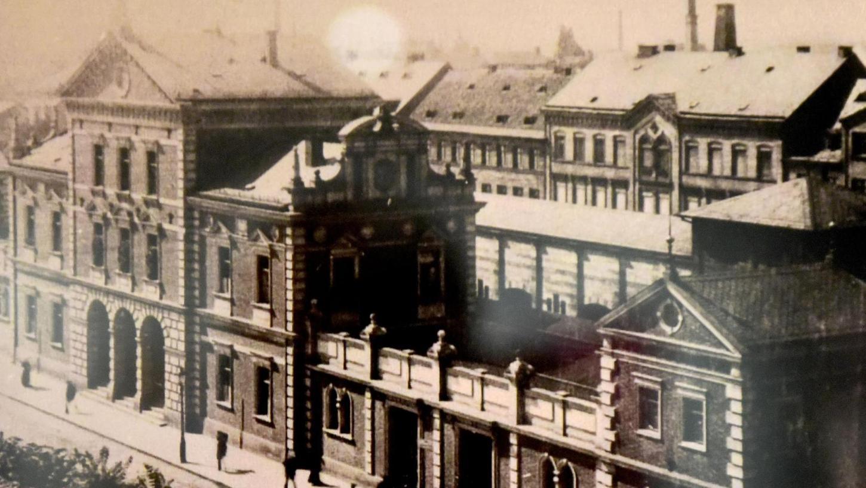 Nicht mehr viele Fürther dürften dieses Gebäude auf der Freiheit kennen: Der Ludwigsbahnhof wurde 1938 von den Nazis abgerissen, weil man Platz für Aufmärsche brauchte.