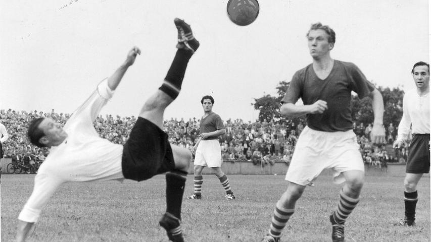 M wie Morlock, Max. Längst verstorbene Nürnberger Fußballer-Legende, nach der sogar das Stadion benannt ist. Hat im Gegensatz zu Gnabry, Sané und Thomas Müller sogar schon einmal in einem Pflichtspiel gegen Ungarn getroffen. Allerdings nicht am Dienstag beim mühsamen 2:2 im Gruppenspiel der Europameisterschaft, sondern 67 Jahre vorher beim 3:2 im WM-Endspiel 1954. Schoss seinerzeit den wichtigen Anschlusstreffer zum 1:2. Vor 60 Jahren auch Meister mit dem 1. FC Nürnberg, gemeinsam unter anderem mit unserem Mit-Tipper Heini Müller.