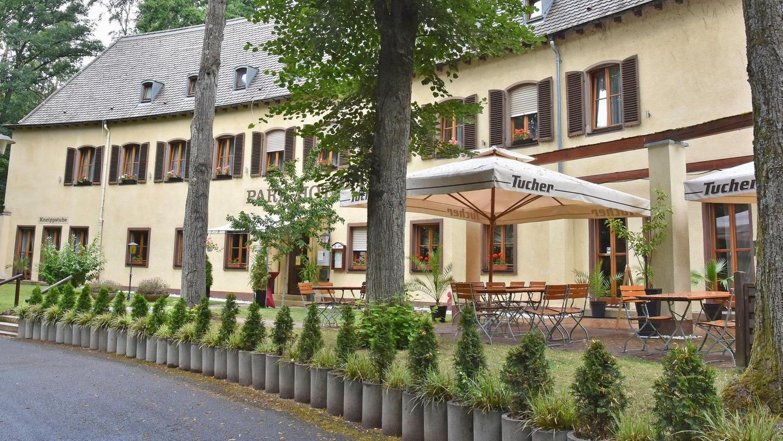 Das Parkhotel am Achterplätzchen soll größer und schöner werden. Es liegt im Stadtwald, die Grünen möchten, dass der Baumbestand auf jeden Fall bleibt.