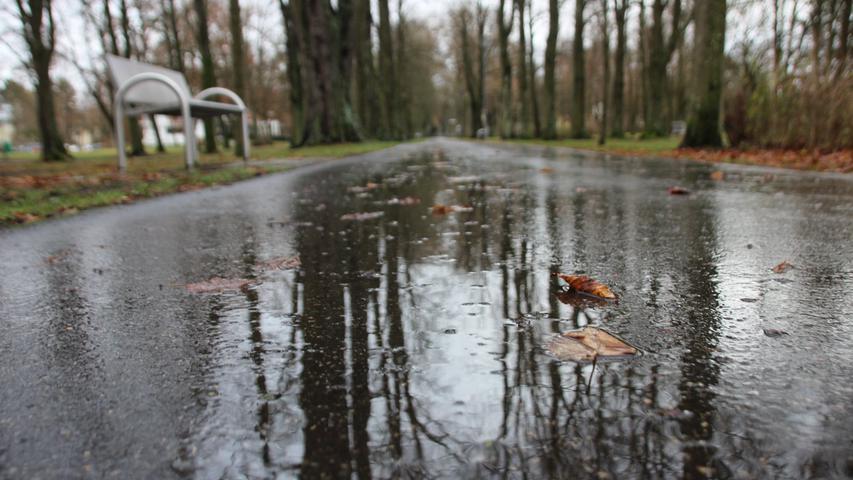 Wetter Dezember Regen Regenfall Nässe Kurpark Bad Windsheim Foto: Frank Wiemer