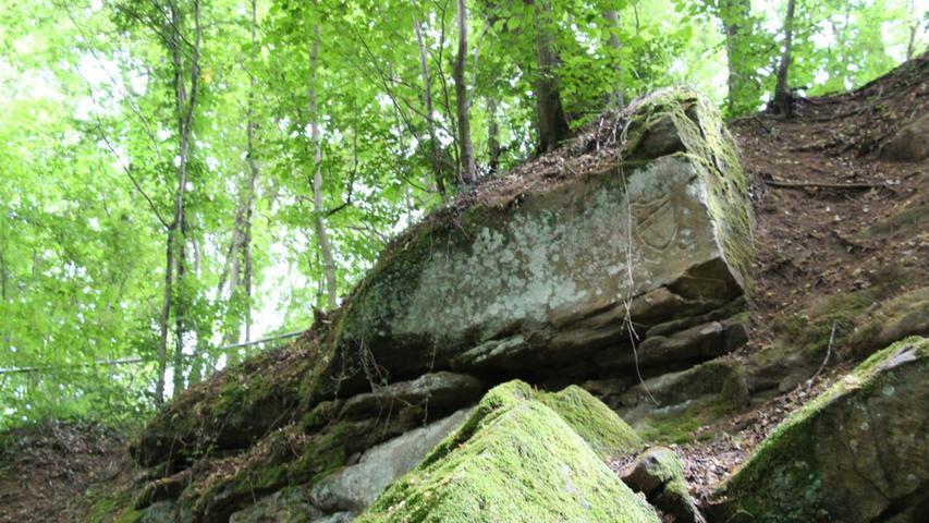 Der Abstieg zum Klachreuther Felsenkeller ist noch einmal ein wildromantischer Akzent dieser Wandertour, bevor unsere Genussreporter ihren wohlverdienten Feierabend genießen können.
