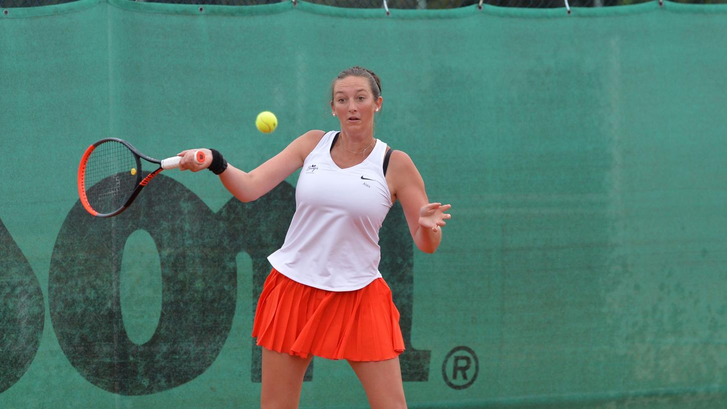 Alexandra Kiesl, Mannschaftsführerin des ASV Neumarkt, musste ihr letztes Saison-Einzel angeschlagen aufgeben.