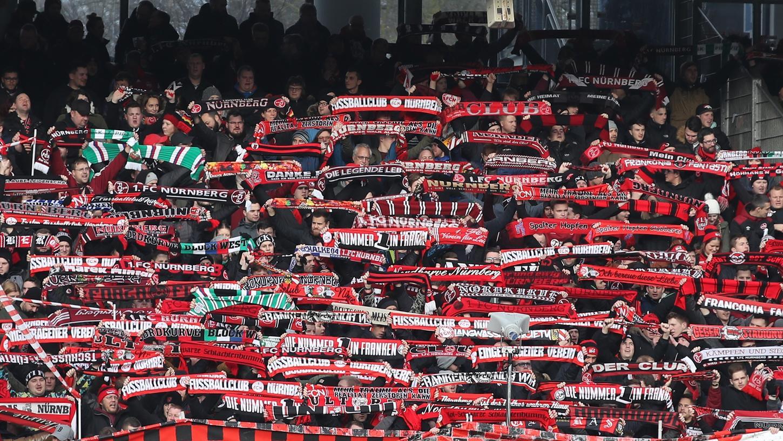 So voll werden die Kurven in den Stadion wohl noch eine Weile nicht sein, Horst Seehofer glaubt aber dennoch an eine Fan-Rückkehr in die Arenen ab Herbst.