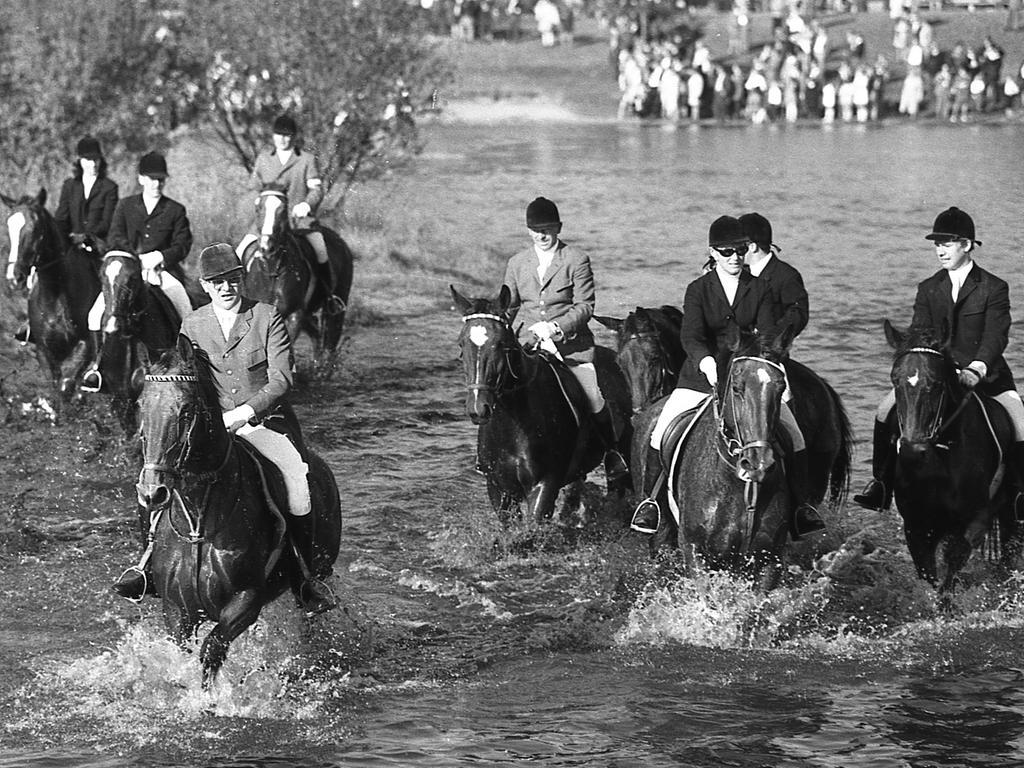 FOTO: NN / nicht ersichtlich, historisch; 1960er; veröff. NN 20.10.1969 MOTIV: Nürnberg, Jagd, Schleppjagd, Reitclub Marienberg, Volkspark Marienberg KONTEXT:
