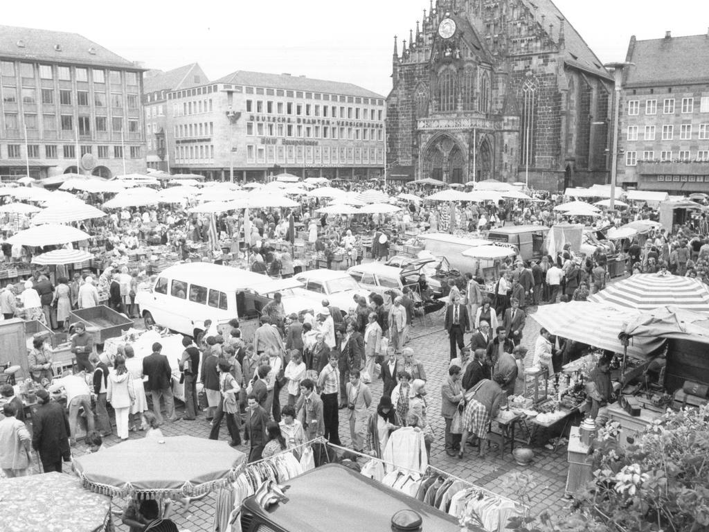 FOTO: NN / Bernd Jürgen Fischer, historisch; 1978er; veröff. NN 11.09.1978..MOTIV: Hauptmarkt - Nürnberger Trempelmarkt.....KONTEXT: