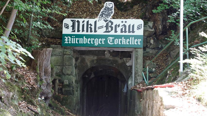 Der Nürnberger-Tor-Keller wird von der Nikl-Bräu aus Pretzfeld betrieben und hat nur während des Annafestes geöffnet.