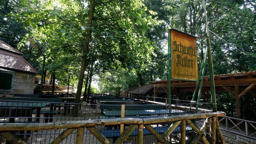 Der Schaufel-Keller, der Löwenbräu-Bier aus Buttenheim ausschenkt, öffnet während