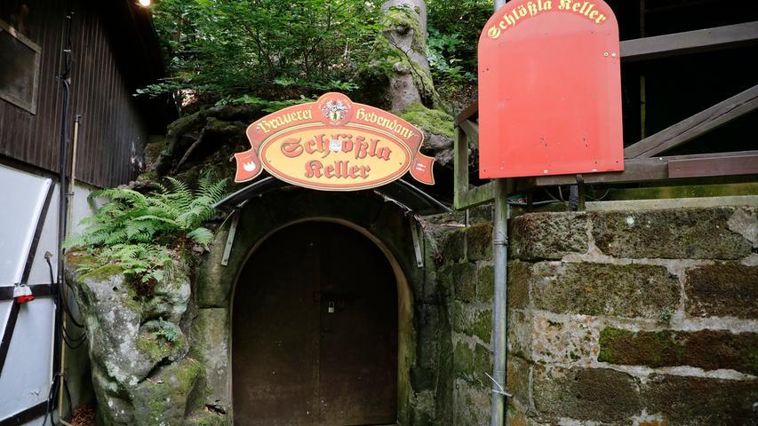 Am Schlössla-Keller wird Hebendanz-Bier ausgeschenkt zu Brotzeiten und warmer Küche.