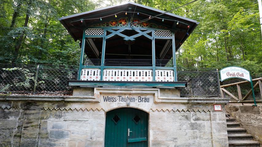 Der Weiß-Tauben-Keller, den normalerweise ebenfalls die Familie Alberti vom Eichhorn-Keller betreibt, ist derzeit geschlossen.