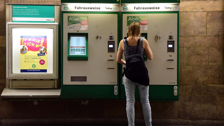 Der Freistaat soll die Finanzierung des 365-Euro-Tickets unterstützen.