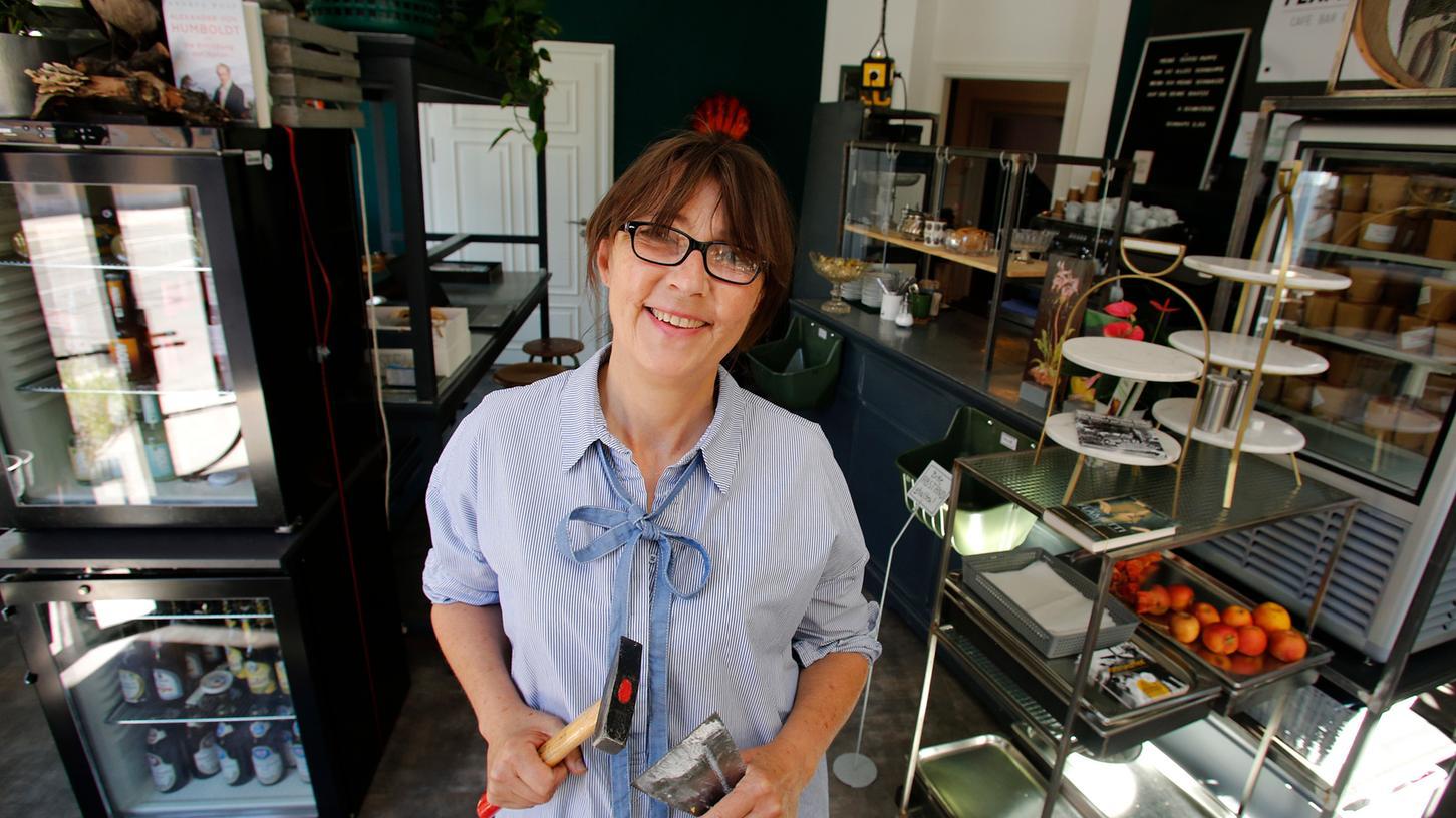 Isi Kunath hat den alten Schreibwarenladen in ein schönes Café namens