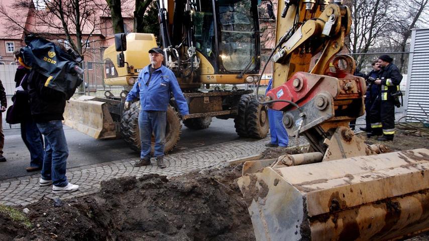 Als Ende Februar 2011 ein Baggerfahrer bei Bauarbeiten auf dem Gelände der Firma Siemens an der Straßburgerstraße nur einen Meter unter einem Rasenstück eine Mehrzweckbombe vom Typ GP 1000 entdeckte, mussten in der Südstadt mehr als 2500 Menschen ihre umliegenden Wohnungen verlassen.