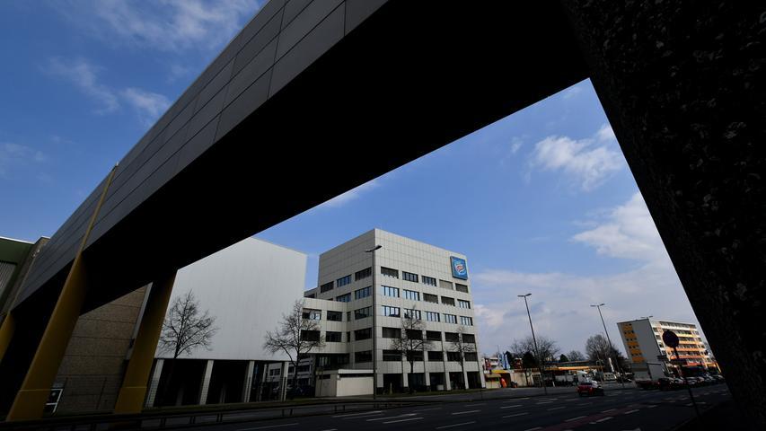 Seit Ende Juni ist bekannt, dass ein privater Investor und nicht wie zunächst geplant der Freistaat Bayern das Schöller-Areal in Nürnberg-Thon gekauft hat. Die alten Firmengebäude des Eis-Fabrikanten waren auch als künftiger Standort der Lehrerbildung im Gespräch.