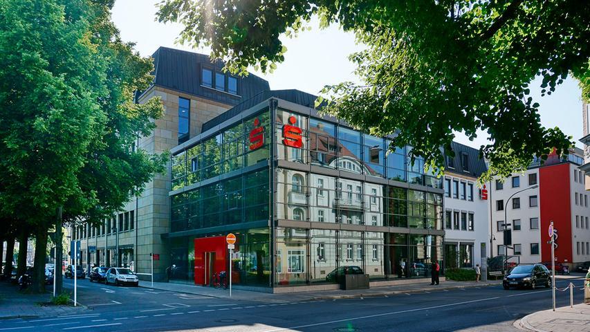 Ende Juni waren bei der Sparkasse Bamberg 732 Personen beschäftigt. Darunter befinden sich 30 Auszubildende.