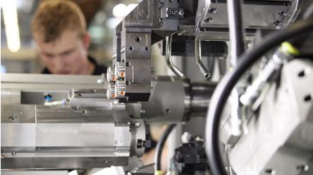 Wieland ist ein Anbieter für Sicherheits- und Automatisierungstechnik und seit über 30 Jahren Weltmarktführer im Bereich der steckbaren Elektroinstallation für Gebäudetechnik. Das mittelständische Unternehmen beschäftigt 800 Mitarbeiter in Bamberg.