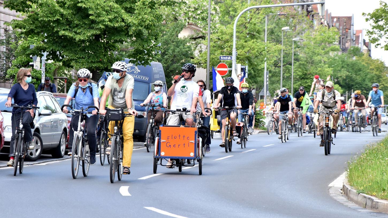 Im Mai hatten sich Aktivisten schon einmal auf die Räder geschwungen, nun geht es erneut durch die Nürnberger Innenstadt.