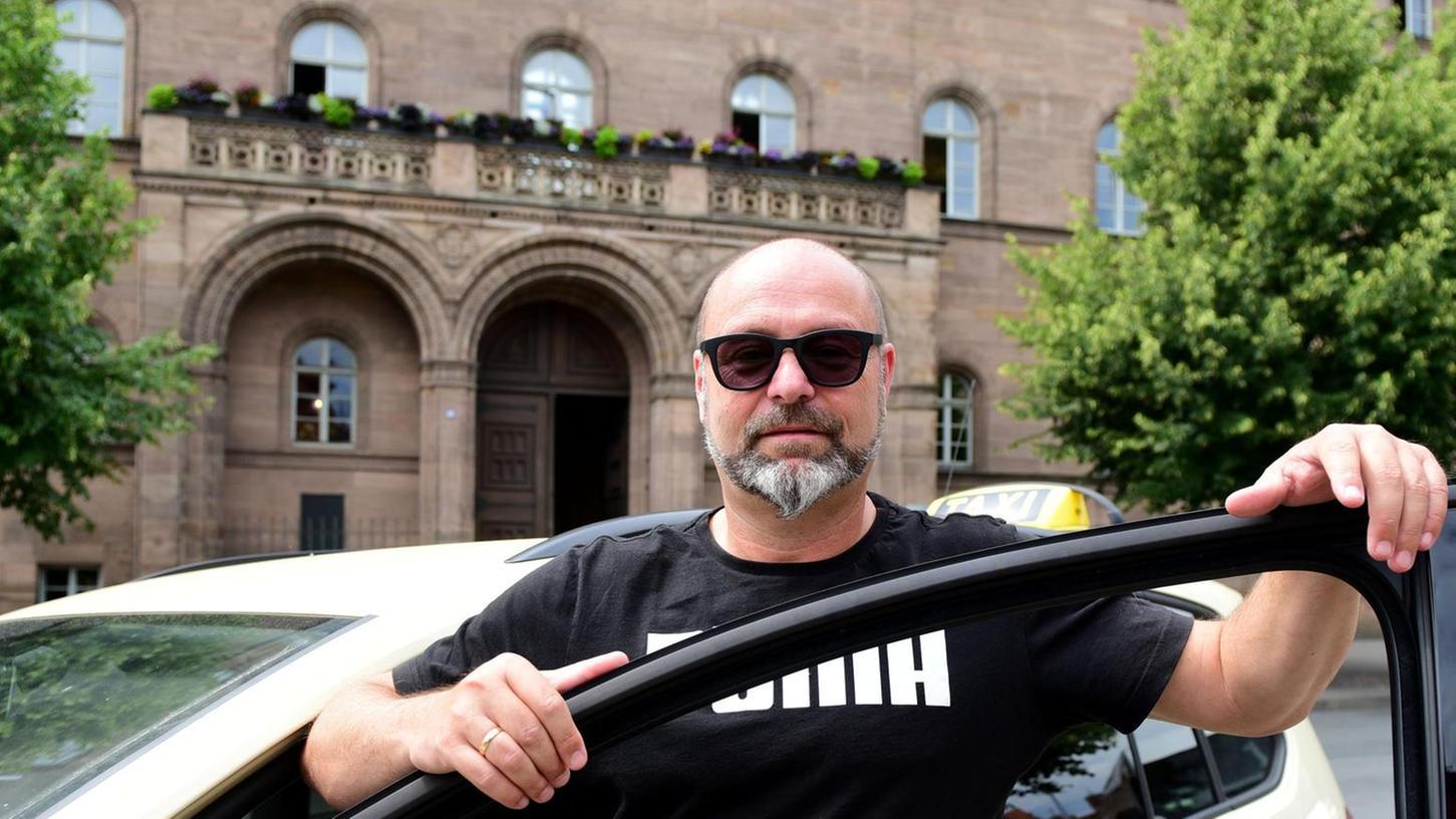 Thomas Malter, der N1-Taxifahrer, wird heute das Areal vor dem Rathausbalkon in eine Musikmeile verwandeln.