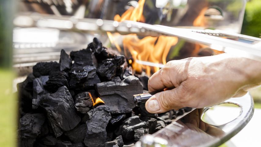 Anzünder, Kohle und Co.: 10 Tipps zum sicheren Grillen