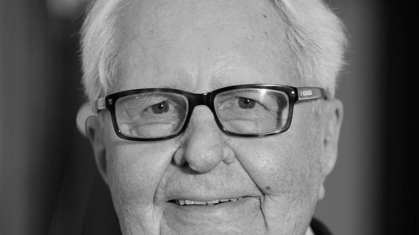 Der ehemalige SPD-Vorsitzende Hans-Jochen Vogel starb am 26. Juli nach langer Krankheit in München.