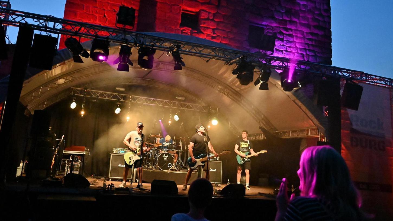 """Die Organisatoren sagen das Festival """"Rock hinter Burg"""" für heuer ab, nächstes Jahr wird es in unverändertem Aufgebot am Burganger wieder laut."""