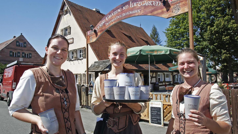 Wie anno dazumal sehen Michèle Hofmann (rechts) und ihre Mitarbeiterinnen Nadja (l.) und Sina aus. In