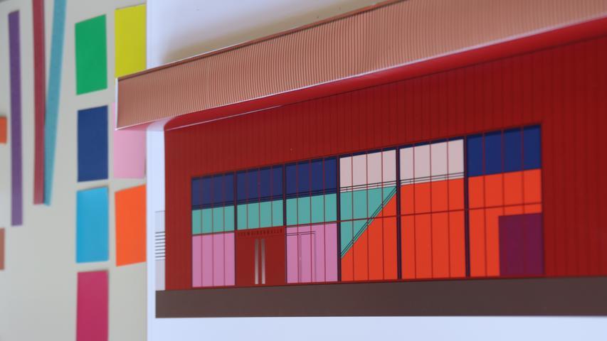 Hier das Farbkonzepts im Foyer der Halle. Es wird mit kräftigen Tönen gearbeitet.