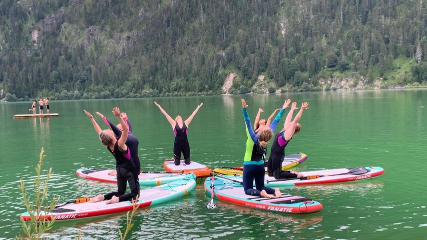 SuP-Yoga kann man im Tölzer Land zum Beispiel auf dem Sylvensteinsee üben.