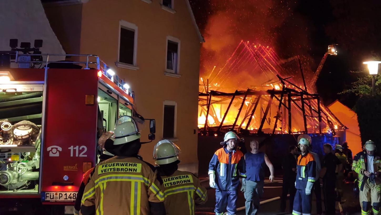 Ein Großaufgebot der Feuerwehr kämpfte gegen die Flammen.