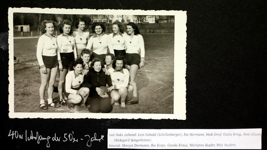 Frauen-Handball war in den Nachkriegsjahren fast exotisch. Damals wurde noch auf dem Großfeld gespielt. Beim Jahn war das nur eine Episode. Handball wurde in der Stadt dann vor allem beim VfB und jetzt beim HC 2011 gespielt.
