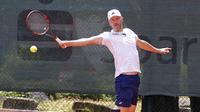 Tennis wird beim Jahn schon seit 1956 gespielt, die Abteilung ist eine der größten im Verein. Es gibt zahlreiche Wettkampfmannschaften.