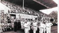 Last but not least die einzige Abteilung, die nicht dem Sport frönt, sondern der Musik. Schon seit 1952 tritt das Ensemble auf, bundesweit und oft vor viel Publikum. Hier beim Fußballderby zwischen der SpVgg Fürth und dem 1. FC Nürnberg Mitte der 1950er Jahre.