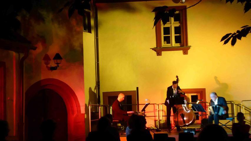 Im romantischen Licht erleben die Schlosshofkonzerte noch einen besondere Atmosphäre...