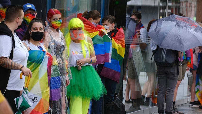Nürnberg , am 02.08.2020..Ressort: Lokales Foto: Stefan Hippel ..Innenstadt, Breite Gasse und Karolinenstraße, , Pride-Menschenkette anlässlich des CSD