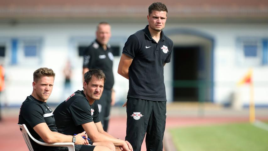 Zwischendurch durfte Robert Klauß, der sich schon früh für Taktiken und Trainingsinhalte interessierte und es seinen Trainern damit auch mal etwas schwer machte, auch die U23 des RB Leipzig betreuen.