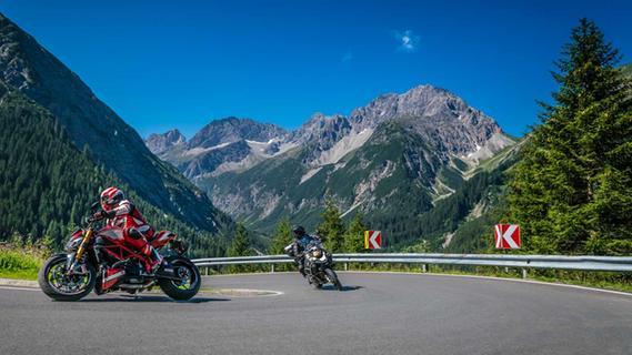 Das macht richtig Spaß: Kurve um Kurve durch die Alpen fahren