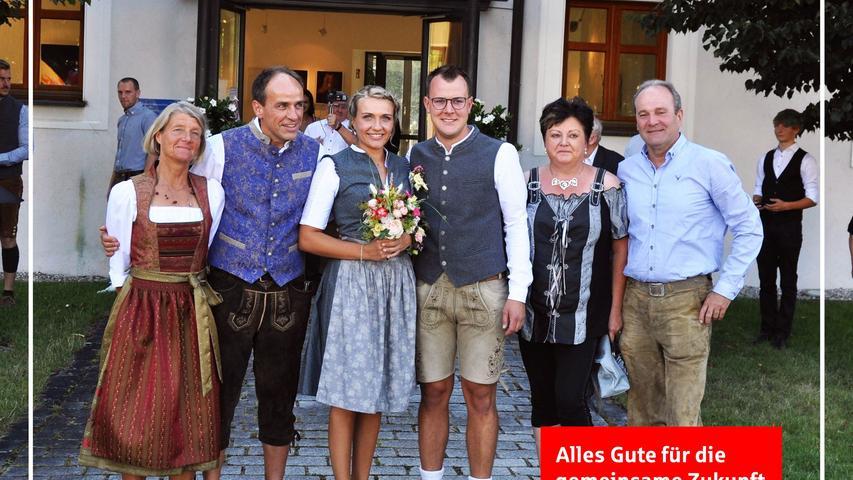 Veronika Stiegler aus Woffenbach und André Hirschmann aus Kemnath/ Postbauer-Heng gaben sich am Freitag im Beisein ihrer Familien im Deutschordensschloss vor dem Standesbeamten Hermann Bogner das Ja-Wort. Nach der Zeremonie wartete eine große Gratulantenschar auf das Brautpaar um ihnen Glück zu wünschen, und von Veronikas Verwandtschaft gab es Ständchen. Heuer wird nur im kleinen Kreis gefeiert. Nächstes Jahr nach der kirchlichen Trauung wird dann groß gefeiert und auch die Hochzeitsreise wird nachgeholt. Kennengelernt haben sich die 24-jährige Software-Entwicklerin und der 29-jährige Prüfplaner im Qualitätsmanagement 2014 in der Firma Aptiv in Neumarkt, wo André beschäftigt war und Veronika einen Ferienjob bekam. Ihren Lebensmittelpunkt haben die Frischvermählten in Kemnath wo sie seit August 2017 in ihrem Eigenheim wohnen.