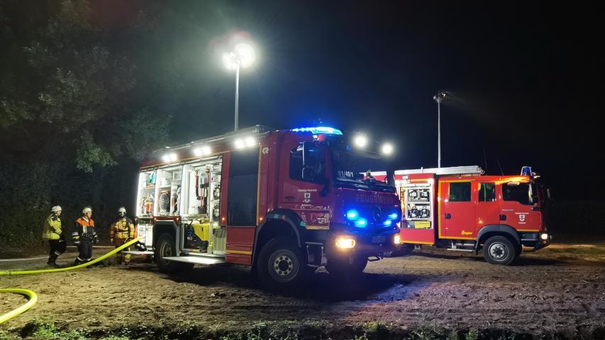 Brand Raindorf Hausener Weg, 2 Fahrzeuge stehen in einer Doppelgarage in Vollbrand, keiner verletzt, 05.08.2020, ToMa'/Grau