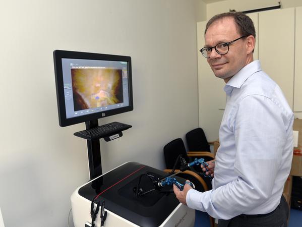 Der Direktor der Chirurgischen Klinik des Universitätsklinikums Erlangen,Prof. Robert Grützmann, hat an dem Buch