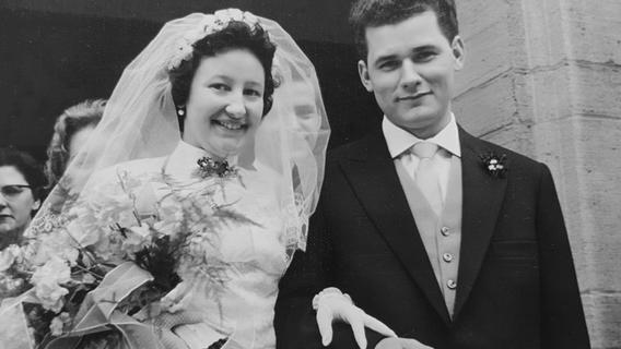 Wie die Zeit vergeht: Gisela und Richard Müller bei ihrer Hochzeit vor 62 Jahren in der katholischen Kirche St. Karl Borromäus in Mögeldorf
