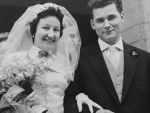 Wie die Zeit vergeht: Ursula und Richard Müller bei ihrer Hochzeit vor 62 Jahren in der katholischen Kirche St. Karl Borromäus in Mögeldorf