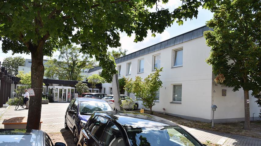 Ein Teil des Erlanger Amtsgerichtes ist interimsweise von der Mozartstraße in die Schubertstraße 14 umgezogen - in das Gebäude, das vormals das Gesundheitsamt war.