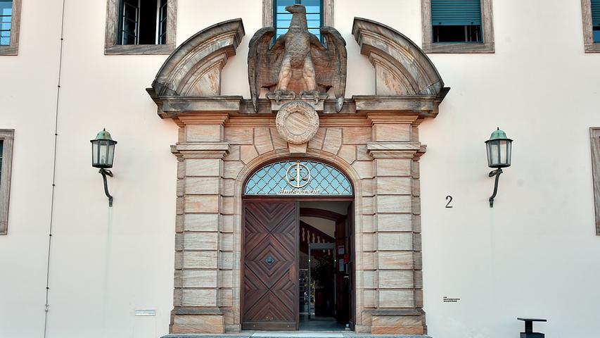 Seltener Anblick: Für die Dauer der Sanierung kann der Altbau des Amtsgerichtes durch den sonst verschlossenen, historischen Eingang in der Sieboldstraße betreten werden.
