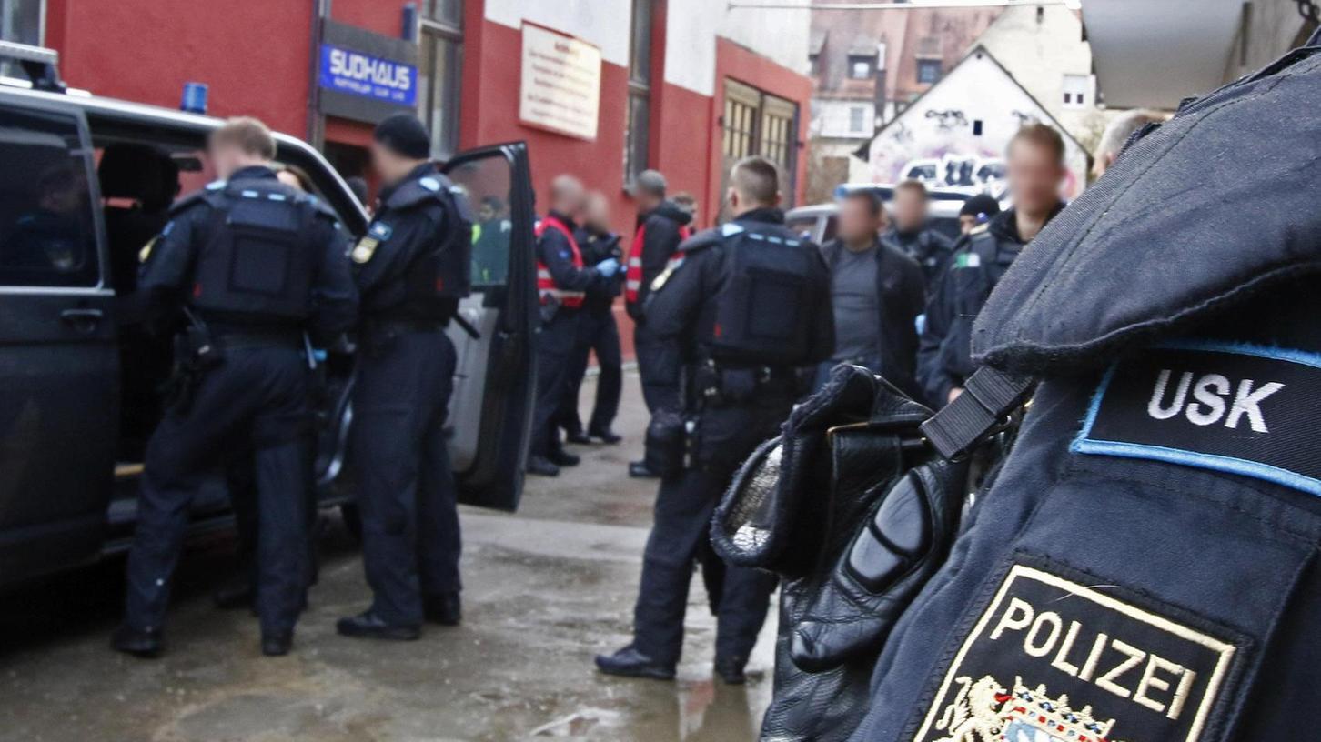 Nach den nächtlichen Vorfällen am Wöhrder See erheben Zeugen schwere Vorwürfe gegen USK-Beamte. Die Polizei dagegen spricht von Deeskalation und Kommunikation, auf die ihr Konzept ausgerichtet sei. Das Foto zeigt eine USK-Übung.
