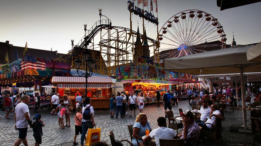 Riesenrad bei Sonnenuntergang: Impressionen von den Nürnberger Sommertagen