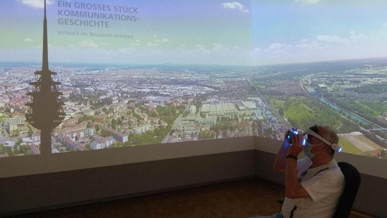 Wie es sich anfühlt, im Nürnberger Fernmeldeturm zu sein und auf die Stadt von oben zu blicken, konnten die Besucher des Museums für Kommunikation am Wochenende mithilfe der VR-Brille erleben.