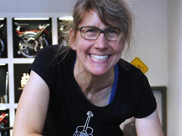 Saskia Buschke vom Fahrradladen Velo, der als die erste Anlaufstelle für Falträder in Nürnberg gilt.