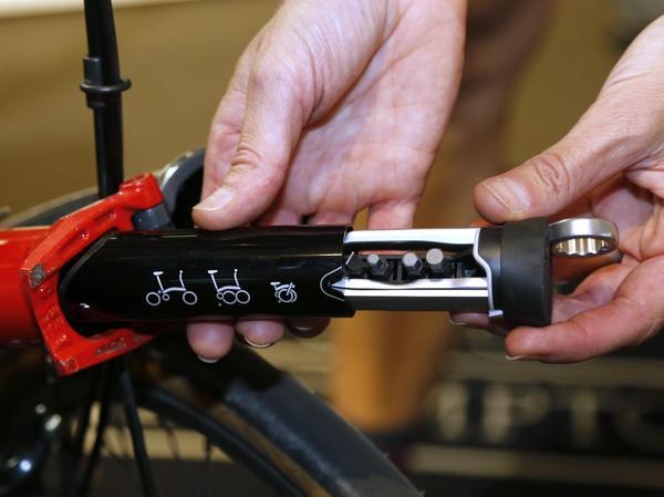 Werkzeug-Set im Rahmen verstaut: Im Brompton lauern praktische Details.