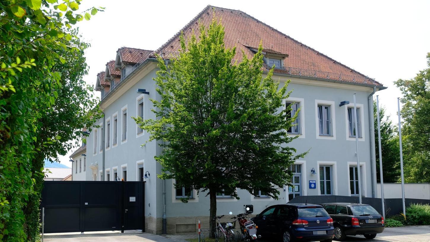 Der Polizeihauptkommissar wird in der Weißenburger Inspektion an der Südlichen Ringstraße keinen Dienst mehr tun. Aus der Dienststelle gab es keine Stellungnahme. Zuständig ist das Polizeipräsidium in Nürnberg.